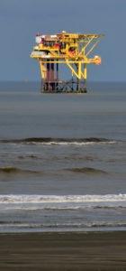 boortoren voor de kust van Ameland